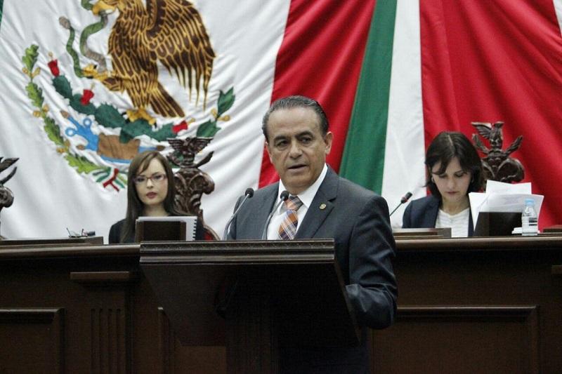 En Michoacán, cada vez que se presentan cambios de administraciones se presentan denuncias y se pagan laudos millonarios que ahogan las finanzas, además las instituciones tienen que reportar carga burocrática excesiva, señaló el diputado del PRD