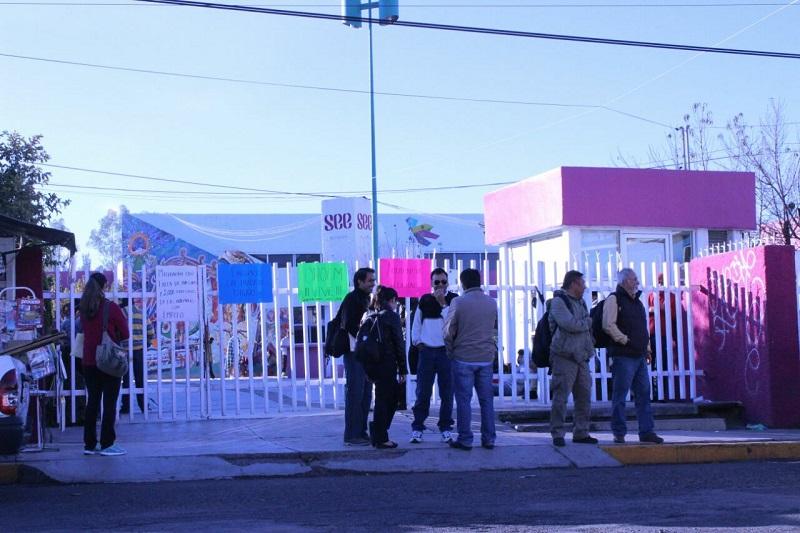 Unos 30 manifestantes, quienes se quedaron a dormir en casas de campaña, también demandan la derogación de la reforma educativa (FOTOS: CORTESÍA)
