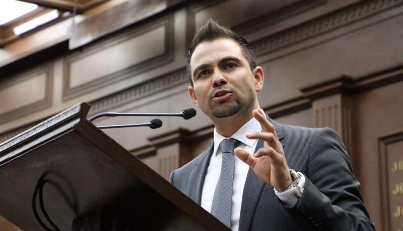 López Meléndez aseguró que en un acto de congruencia, decidió abstenerse de la revisión y su determinación la hará formal, ya que es un asunto de transparencia, por lo que no participará en el mismo