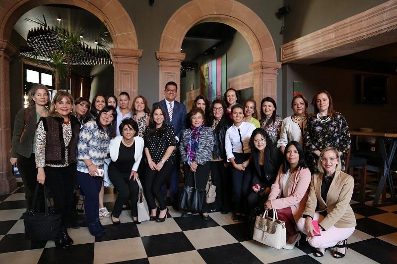 Al encuentro asistieron la presidenta, la tesorera y la consejera de la asociación, Isllalí Belmonte Rosales, Amira Leal Cámara y Rosalba Alejandre Pedraza, respectivamente, entre otras integrantes