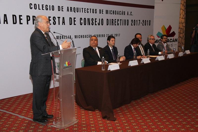 El alcalde de Morelia, Alfonso Martínez, encabezó la toma de protesta de los nuevos integrantes del Consejo Directivo del Colegio de Arquitectos de Michoacán, A.C.
