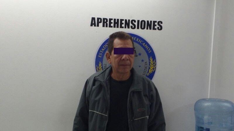 Los oficiales recibieron una llamada de la Dirección de la Policía Auxiliar, en la que fueron informados que el nombre real del sujeto era Francisco Javier R. y quien además contaba con antecedentes penales vigentes desde 2013, por homicidio calificado en la procuraduría de Apatzingán