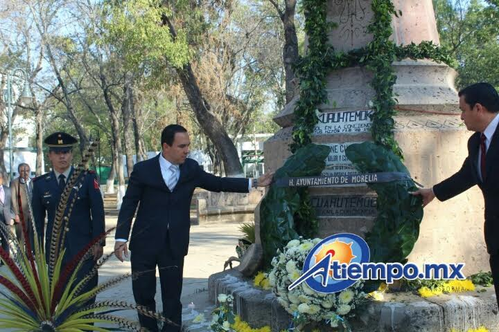 Posterior a esta semblanza autoridades de los distintos órdenes de Gobierno realizaron el depósito de ofrenda floral y guardia de honor con motivo del Aniversario Luctuoso de Cuauhtémoc