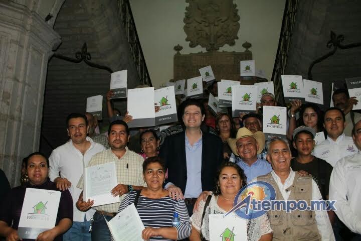 Martínez Alcázar aseguró que su administración tiene un proyecto muy ambicioso de escrituración para 9 mil familias de 300 colonias (FOTO: MARIO REBOLLAR)
