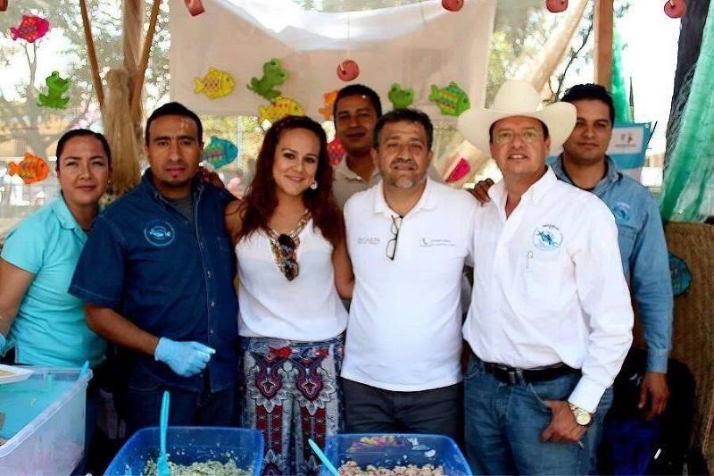 Además, invita a degustar deliciosos el delicioso ceviche y las sabrosas tiritas de pescado que ofrecerán el próximo domingo en la Kermés del DIF Michoacán