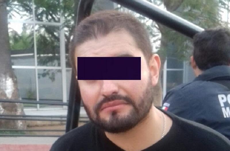 De esta manera, el joven de 29 años de edad identificado con el nombre de Giovanni G. quedó en calidad de detenido por el delito de violación a la Ley Federal de Armas de Fuego y Explosivos