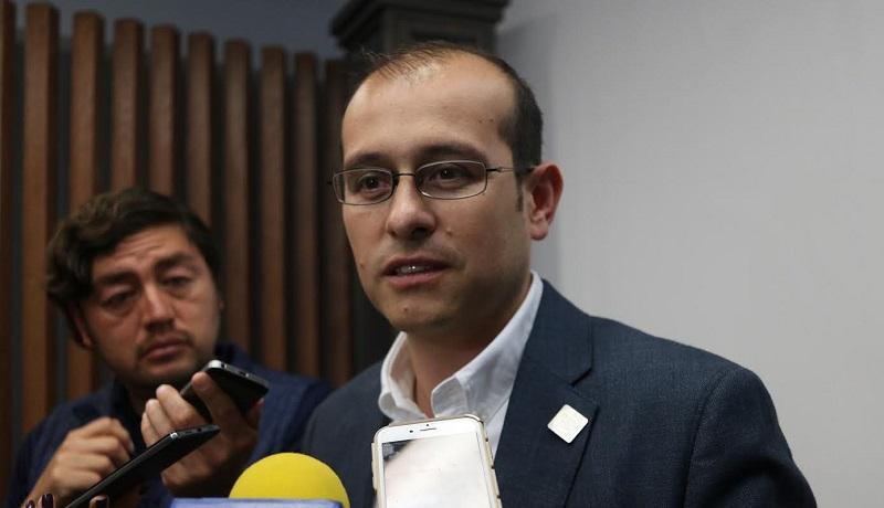 Hinojosa Pérez invitó a todos los panistas a que estén muy atentos a este procedimiento de actualización de datos y a que conozcan las fechas de operación en sus municipios a través de la página oficial del partidowww.panmichoacan.org.mx
