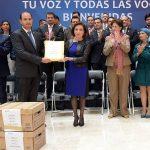 La presidenta de la Cámara de Diputados, Guadalupe Murguía, envió las 120 mil firmas a las Comisiones de Hacienda y de Presupuesto para ser consideradas en el análisis de las iniciativas que se han presentado para reducir el IEPS a los combustibles
