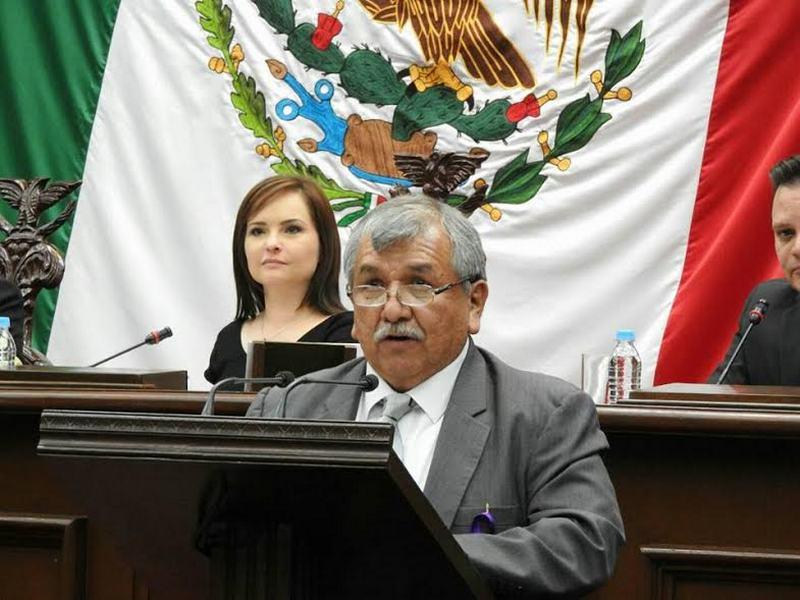 El diputado mencionó que para lograr consolidar una democracia plena, presentó dicha iniciativa la cual se turnó a comisiones para su estudio y análisis