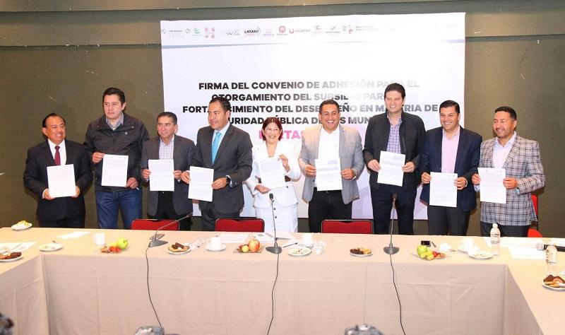 Martínez Alcázar anunció la aportación municipal cercana a los 80 millones de pesos municipales para el reclutamiento de nuevos elementos policiacos y lograr así la meta de tener a finales del 2017 más de 800 policías