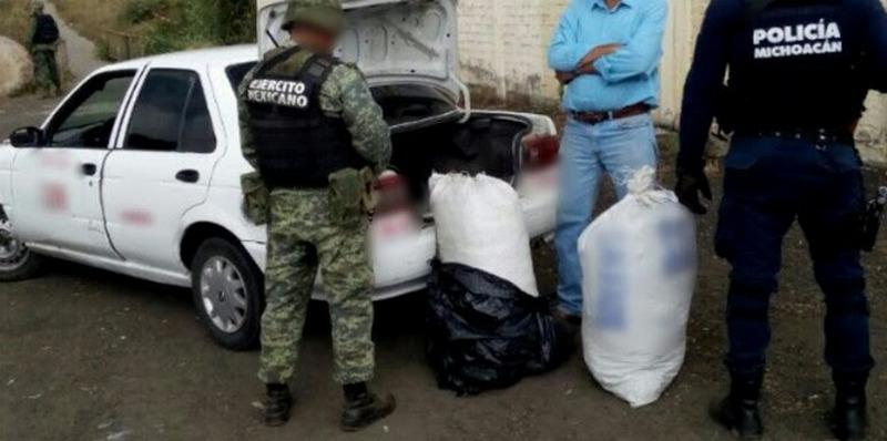 Jesús A., de 42 años de edad, la droga y el vehículo fueron puestos a disposición de la autoridad correspondiente