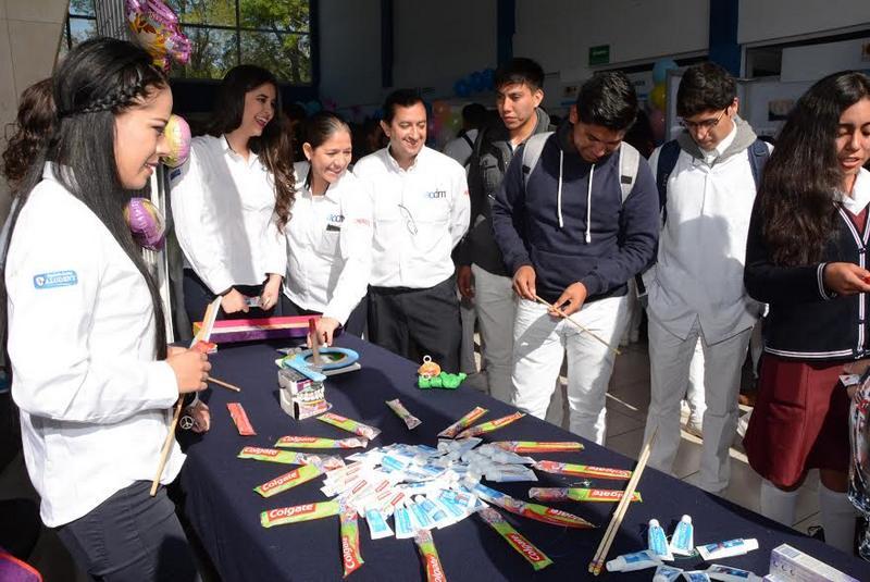 Estuvieron también en el presídium la directora de Atención Ciudadana del Gobierno de Michoacán, Elena Vega Uribe, y el jefe del Departamento de Programas Escolares e Institucionales de la SEP, Javier López Osorio