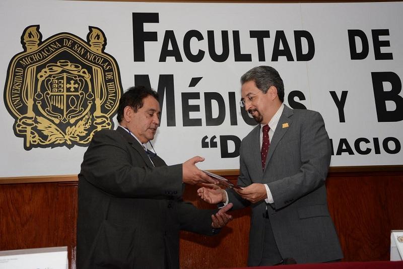 Serna González resaltó la importancia de un relevo en la dirección con paz y unidad, dando preferencia a las coincidencias sobre la importancia de superación y progreso de la Facultad, más allá de grupos y proyectos personales
