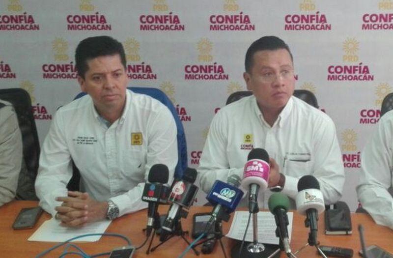 El secretario del PRD, Antonio García respondió que el diputado federal, lo que quiere es llamar la atención y que Calderón Torreblanca no tiene ni calidad ni el carácter para expresar tales opiniones