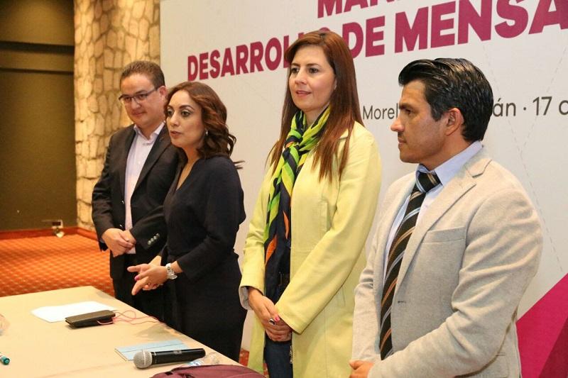 """Julieta López refirió que el año pasado, cuando el Gobierno de Michoacán fue reconocido con el Reed Latino por la campaña """"Somos Michoacán"""", Luis Rodolfo Oropeza también fue premiado como Consultor Revelación, de ahí que se solicitó su apoyo para que impartiera este taller"""