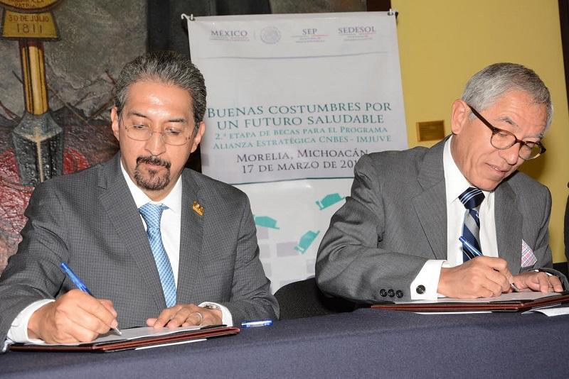 Tanto la primera cédula profesional en México y la número 10 millones uno, fueron otorgadas a egresados nicolaitas