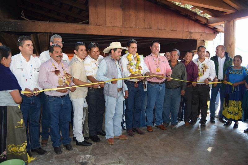 Silvano Aureoles manifestó su deseo de que en conjunto con la comunidad, el ayuntamiento y en el marco de respeto, se puedan emprender proyectos a favor de esta localidad, que dijo, tiene mucha riqueza que debe ser aprovechada