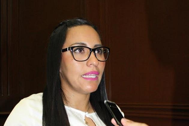 Bernal Martínez manifestó que es momento de que los servidores públicos trabajen en función de la gente, no al contrario