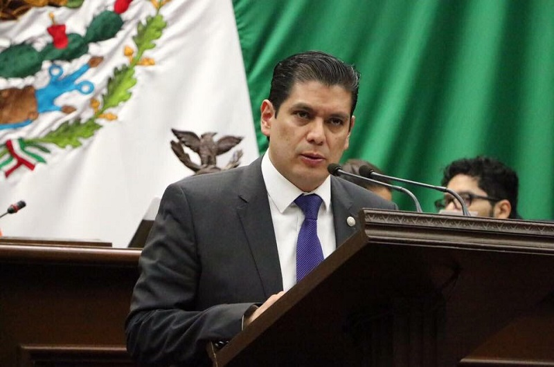 El legislador del PVEM lamentó que en Michoacán el robo a vehículo vaya al alza, por lo que conminó a sus compañeros a revisar su propuesta, pues consideró que sería un gran avance en materia de seguridad el aprobar la iniciativa presentada por él