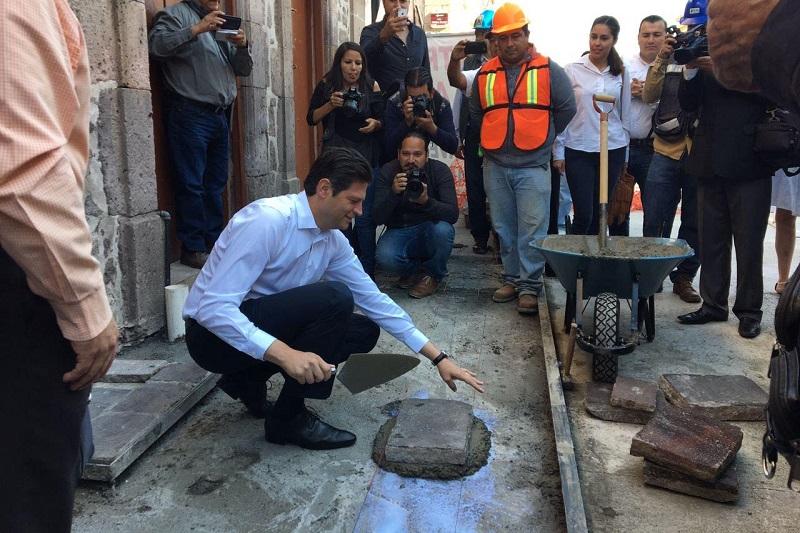 La inversión que se estima para la peatonalización de esta primera etapa, es de 25 mdp que aunado a la reparación de banquetas que están por terminar en la calle Antonio Alzate, la inversión asciende a cerca de 27 mdp