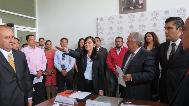 Durante la toma de protesta, celebrada en sesión extraordinaria del Consejo Consultivo delegacional, Villegas Arreola destacó que Lorena García Peña, es la primera mujer delegada del ISSSTE en Michoacán, posición que compartirá con  7 compañeras más que están en otras entidades