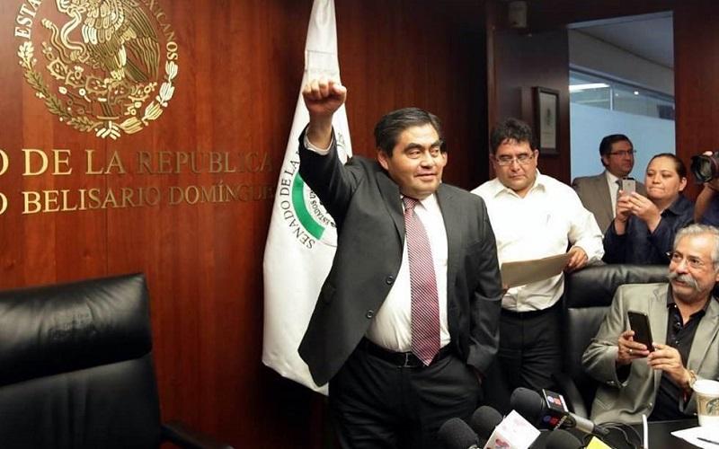 Minutos antes de este anuncio, la coordinadora del PRD en el Senado, Dolores Padierna, informó en conferencia de prensa que no pedirá cambios en las comisiones que encabezan los senadores que respaldan a los senadores Luis Miguel Barbosa y Raúl Morón