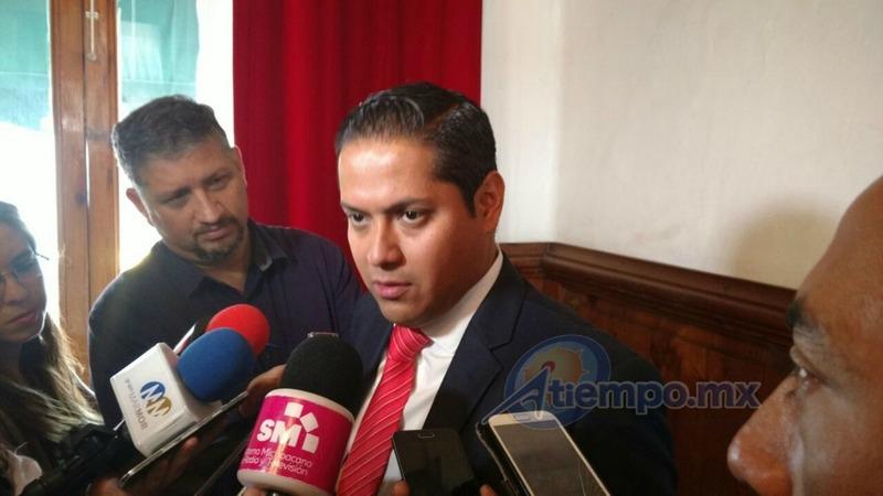 """El diputado local afirmó que el alcalde de Morelia, Alfonso Martínez lo único que está haciendo es darle """"atole con el dedo"""" a los morelianos, en el tema de la seguridad"""