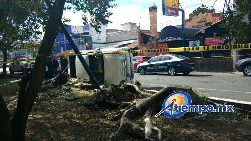 """El tránsito vehicular quedó interrumpido por casi una hora, en dirección del Boulevard Sansón Flores hacia la zona conocida como """"El Ancla"""" (FOTOS: FRANCISCO ALBERTO SOTOMAYOR)"""