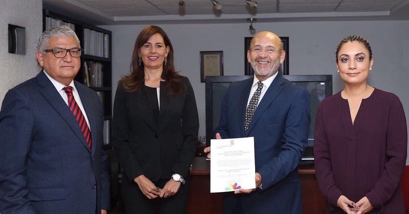 En su intervención, Gabriela Molina agradeció al gobernador Silvano Aureoles la oportunidad brindada para dirigir al SMRTV y por haber confiado en la permanencia de la Institución y apoyar en su fortalecimiento con 13 concesiones de radio y televisión que ya son parte del patrimonio del estado