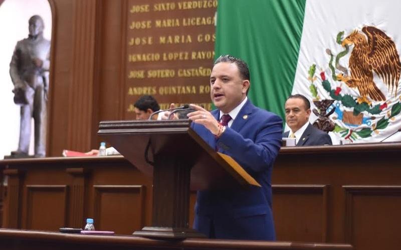 Quintana Martínez presentó ante el pleno del Congreso de Michoacán una iniciativa de reformas a la Ley de Responsabilidades Administrativas y Registro Patrimonial del Estado y sus Municipios