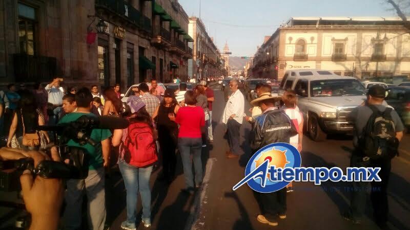Los manifestantes también exigen la liberación de los 38 detenidos por utilizar un autobús con reporte de robo (FOTO: MARIO REBOLLAR)