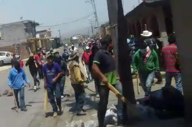 Los disparos, que han obstaculizado el avance de los elementos de la Policía Michoacán, que se despliegan de manera coordinada con la Policía Ministerial del Estado, provienen de diferentes puntos del cerro y del caserío