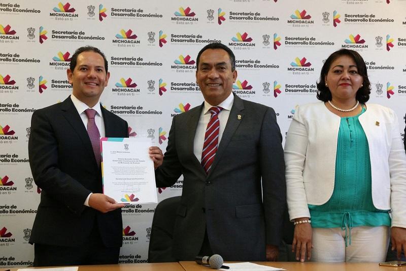 Melgoza Velázquez agradeció al gobernador Silvano Aureoles la confianza que depositó en él al designarlo al frente de esta dependencia fundamental para el crecimiento económico e integral de Michoacán
