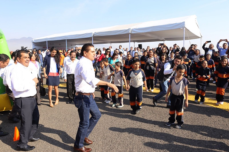 Aureoles Conejo destacó también la importancia de inculcar en la población desde la infancia, una cultura de autocuidado para prevenir enfermedades crónico degenerativas y mejorar la calidad de vida