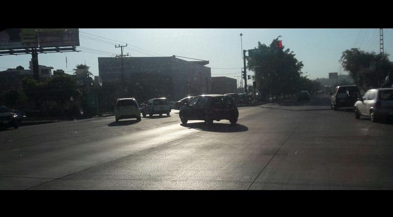 Los automovilistas tenían un carril exclusivo para entrar al fraccionamiento La Huerta, el cual, luego de la repavimentación, simplemente desapareció, lo que está generando accidentes viales