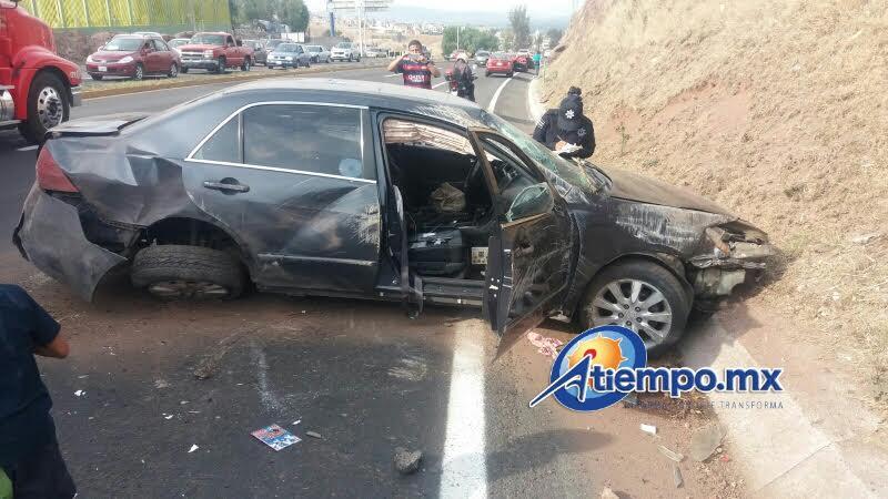 Un sujeto en estado de ebriedad que se dirigía a Morelia perdió el control de su unidad e impactó a otros tres vehículos (FOTOS: FRANCISCO ALBERTO SOTOMAYOR)
