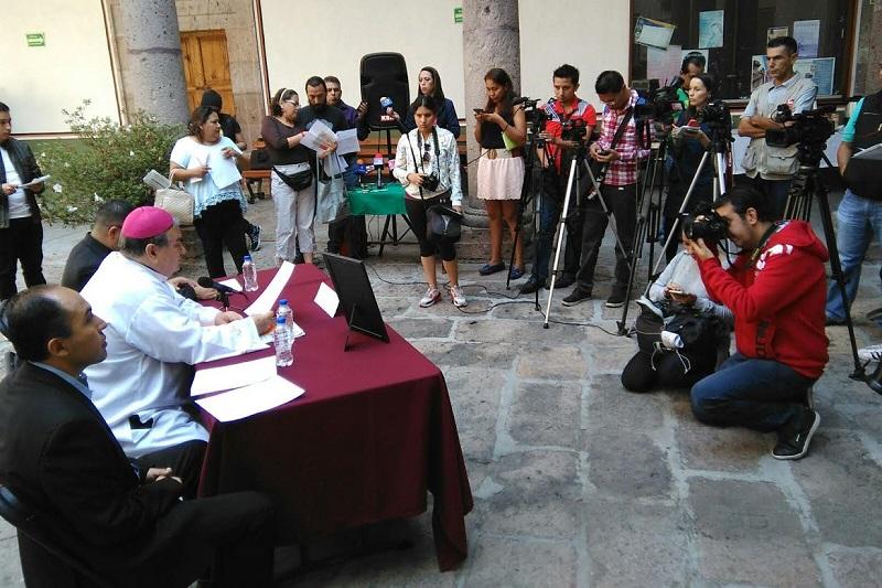 Garfias Merlos presentó al presbítero Raúl Sánchez Rodríguez como el moderador de las ruedas de prensa y encargado de convocar a los medios de comunicación
