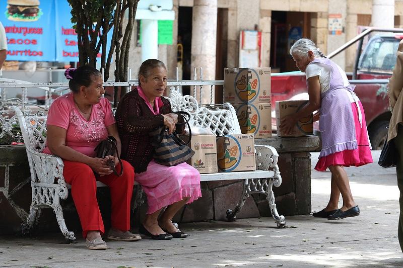 """Una de las preocupaciones del Gobernador Silvano Aureoles Conejo, es disminuir el gasto corriente y priorizar el ejercicio de recursos públicos en programas y proyectos de beneficio directo para las y los michoacanos"""", subrayó Tinoco Soto"""