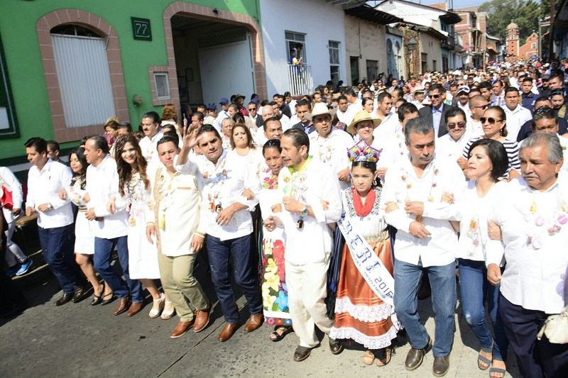 Encabezó el gobernador Silvano Aureoles 21 edición del Desfile de Artesanos en ese municipio