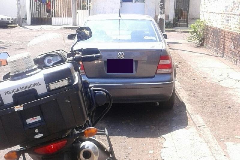 Este martes fue recuperado un automóvil con reporte de robo de la marca Volkswagen, tipo Jetta, color gris, modelo 2006, el cual presuntamente fue robado en la colonia Prados Verdes
