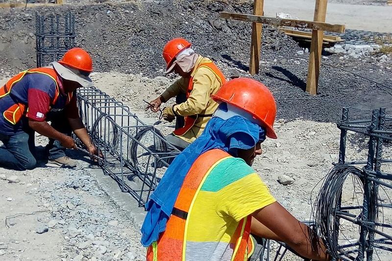 """""""Avanza la obra civil de ambos complejos. El compromiso del Gobernador Silvano Aureoles Conejo es que sean inaugurados este mismo año para comenzar la atención de las 200 mil mujeres que en promedio se atenderán de manera anual"""", subrayó la funcionaria"""