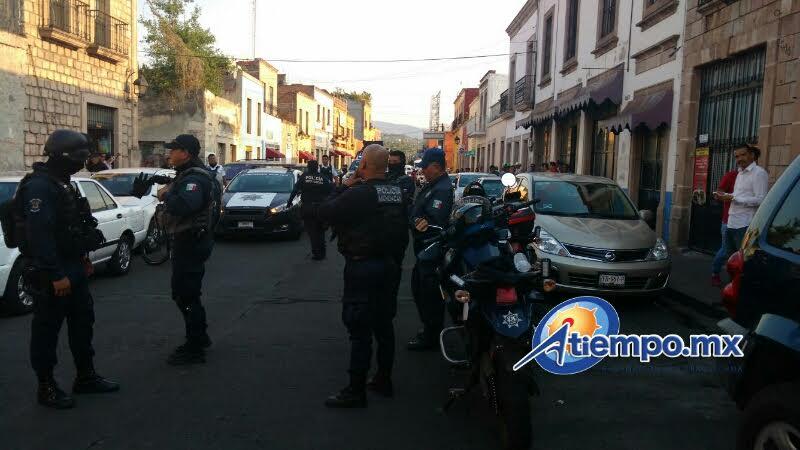 La sucursal de Bansefi asaltada se encuentra en Abasolo 635 de la Zona Centro de la capital michoacana (FOTOS: FRANCISCO ALBERTO SOTOMAYOR)