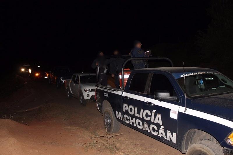 Se decomisó el cargamento de tres metros cúbicos de madera, un vehículo y dos personas detenidas, quienes fueron presentadas ante la autoridad competente para resolver su situación jurídica
