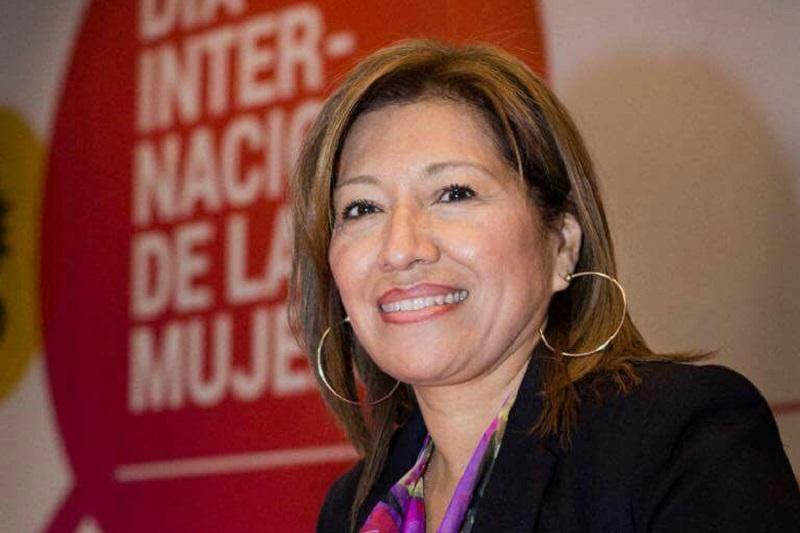 """""""Por convicción e historia personal, pues nació y creció rodeado de mujeres, Silvano Aureoles ha dejado en claro que las causas de las mujeres son sus causas. Sabe que las mujeres son los pilares de la familia, de sus comunidades, de la sociedad"""", externó Verónica Naranjo"""