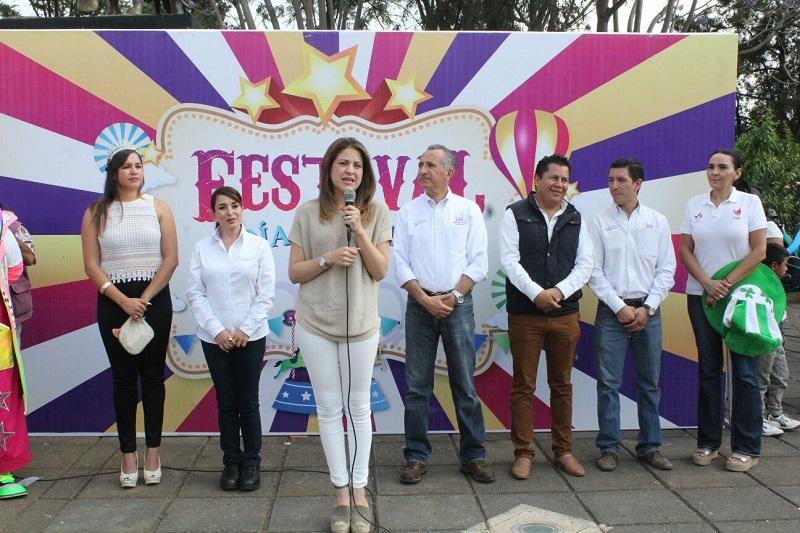 El Ayuntamiento de Morelia a través del DIF Municipal y el resto de las dependencias ofrecerá festivales del día del Niño en las 14 tenencias y el 30 de abril en la Plaza Valladolid se espera la presencia de 6 mil pequeños