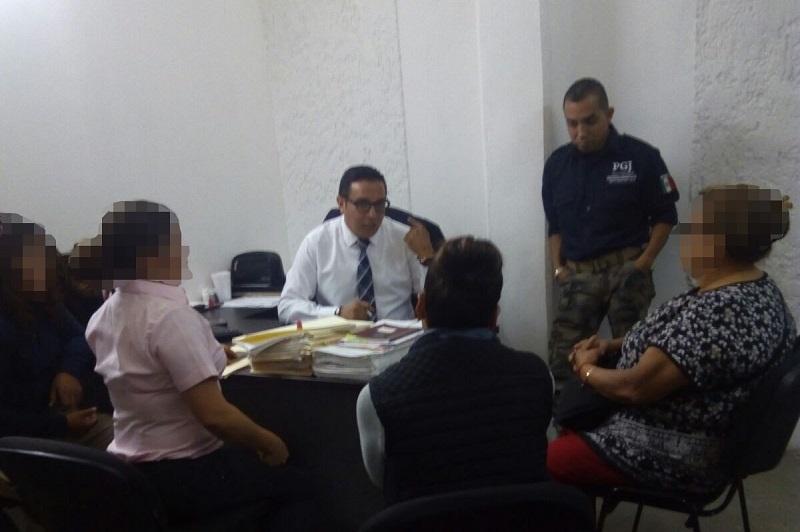 El director de Carpetas de Investigación de la Fiscalía Regional, Eduardo Agustín Gutiérrez, atendió a la madre y a la abuela de la agraviada, a quienes explicó los detalles de cada una de las actuaciones practicadas desde el momento que se tuvo conocimiento del homicidio