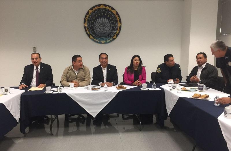 El encuentro forma parte del acuerdo para dar continuidad a las estrategias y acciones operativas que realizan las distintas corporaciones de los tres órdenes de gobierno, para abatir la incidencia delictiva en el municipio y la región de Uruapan