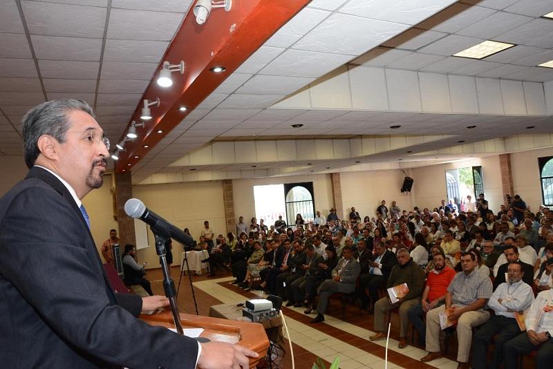 En el auditorio del Sindicato de Profesores Serna González indicó que todos estamos a  favor de la reforma integral de la Universidad Michoacana