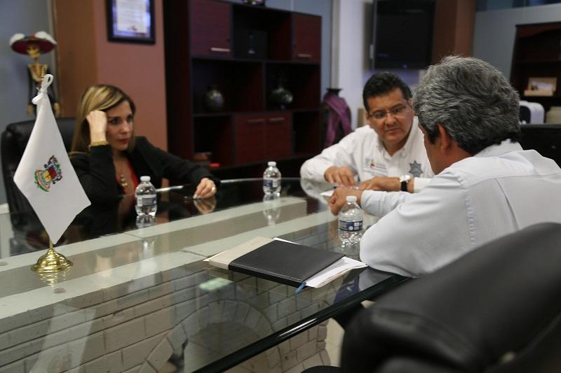 En esta segunda reunión, el titular de la SSP, Juan Bernardo Corona, destacó la importancia de coordinarse con los sectores involucrados para definir un proyecto de vivienda que beneficie a quienes dedican su vida a brindar seguridad y estabilidad a las y los michoacanos