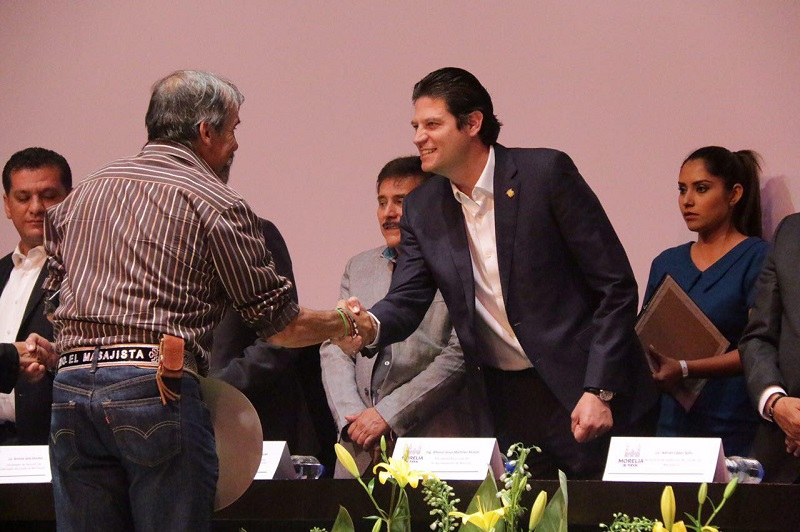 Alfonso Martínez, hizo un llamado a los agremiados sindicales a trabajar juntos por las necesidades que presenta la ciudad al tiempo que realizó una felicitación por estás más de 40 décadas de labor en la trayectoria de cada empleado municipal en favor del municipio
